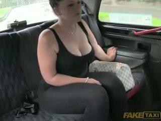Liels rack amatieri alexa railed uz a cab