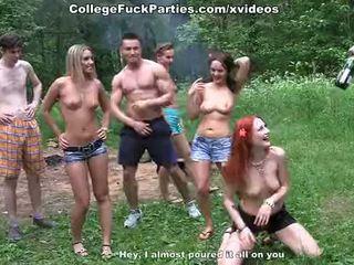 Filthy università sluts turno an all'aperto festa in selvaggia cazzo fest scena 2